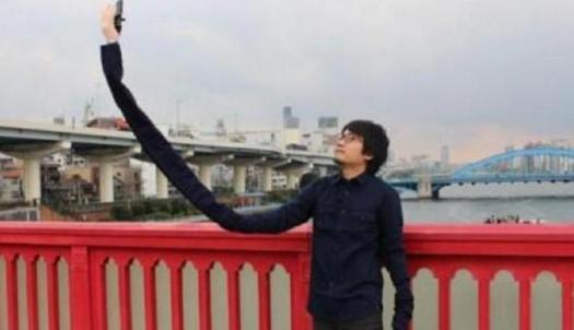 Selfie Arm, untuk Anda yang Malu Pakai Tongsis